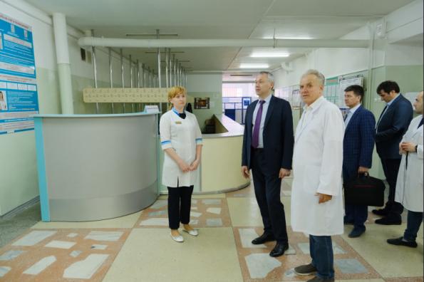 Андрей Травников поручил ускорить разработку проекта реконструкции хирургического корпуса Искитимской центральной городской больницы