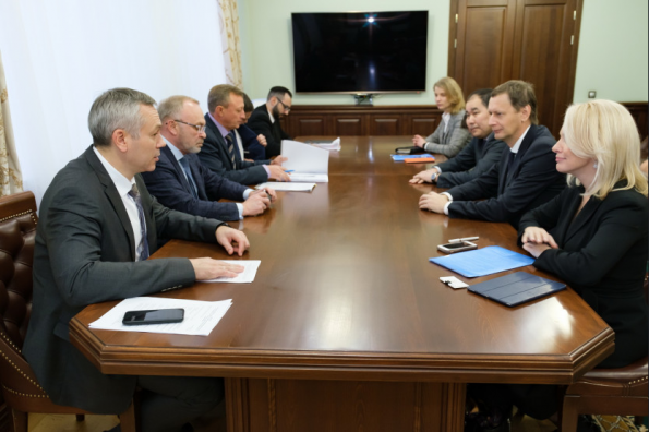 Губернатор Андрей Травников провёл рабочую встречу с руководством АО «Газпромбанк»