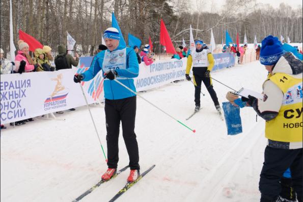 Губернатор Андрей Травников принял участие во Всероссийской массовой лыжной гонке «Лыжня России-2019»