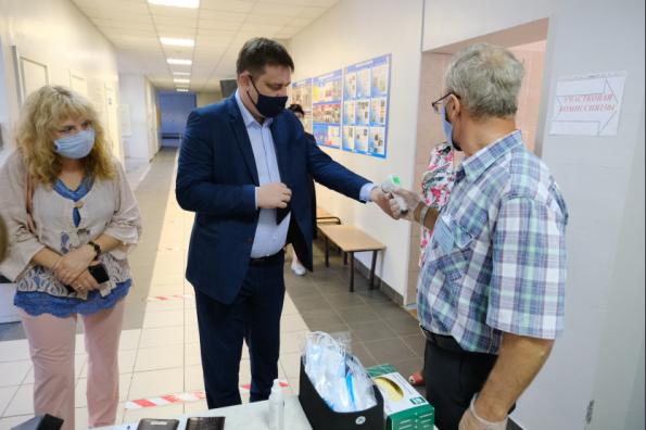 Министр образования региона проверил готовность новосибирских школ к ЕГЭ