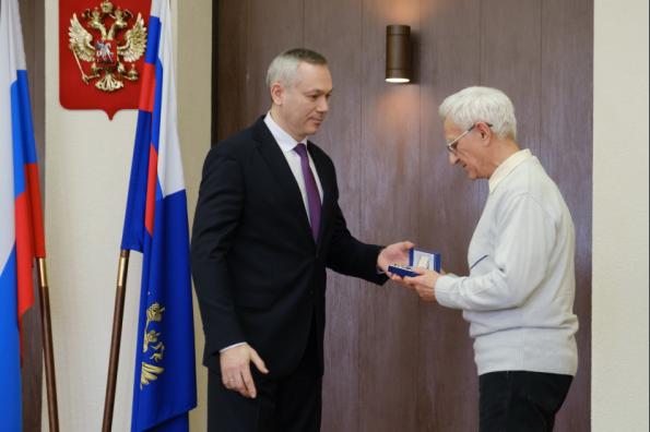 Губернатор Андрей Травников поздравил работников прокуратуры Новосибирской области с профессиональным праздником
