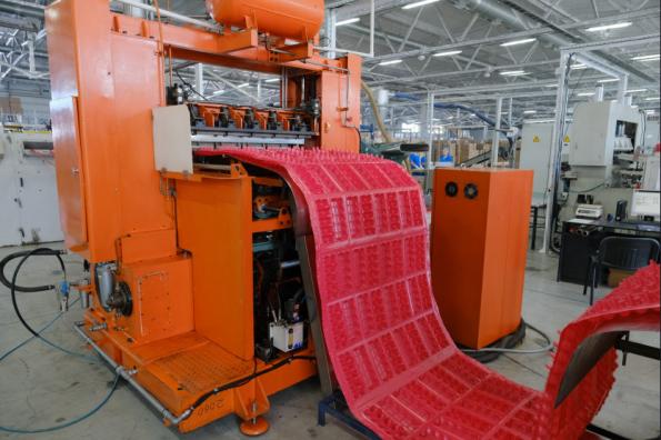 Андрей Травников принял участие в открытии нового производства упаковки