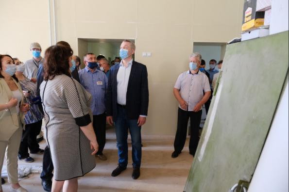 Губернатор проконтролировал ход капитального ремонта в школе села Новотырышкино