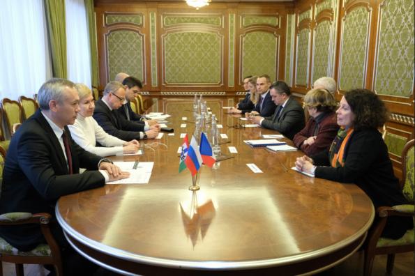 Губернатор Андрей Травников провёл рабочую встречу с Чрезвычайным и Полномочным Послом Французской Республики в РФ госпожой Сильви Берманн