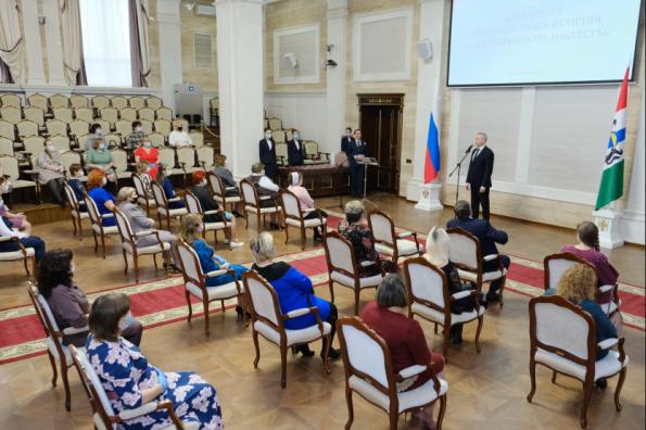 Знаки отличия «За материнскую доблесть» вручил многодетным матерям Губернатор Андрей Травников