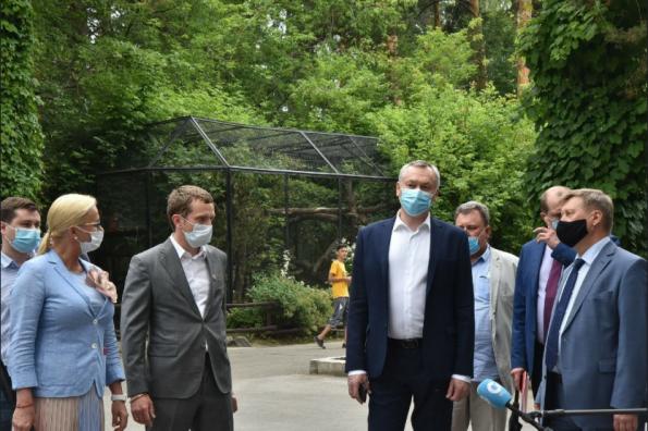 Регион продолжает поддерживать Новосибирский зоопарк: средства выделят на содержание животных и строительство новых вольеров