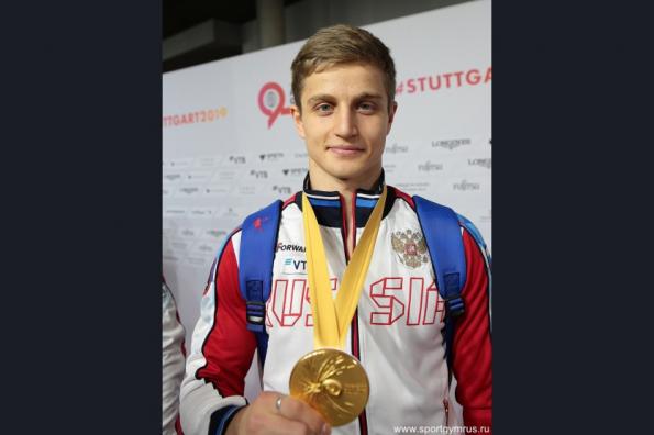 Андрей Травников поздравил новосибирского гимнаста Ивана Стретовича с золотом мирового первенства