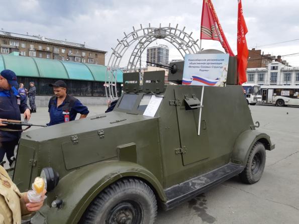 Выставка ретроавтомобилей времён ВОВ на станции Новосибирск Главный