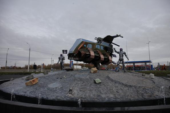 Лунный УАЗ: космический корабль появился на въезде в Новосибирск