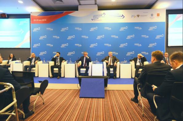 Губернатор Андрей Травников обсудил с экспертами реализацию ключевых проектов в транспортной отрасли региона