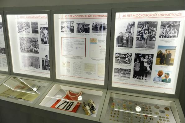 Губернатор Андрей Травников встретился с новосибирскими олимпийцами в рамках открытия юбилейной выставки «40 лет московской Олимпиаде»
