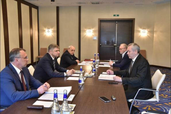 Губернатор Андрей Травников и глава РЖД Олег Белозёров провели рабочую встречу