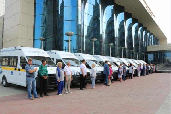 В районах Новосибирской области создано 10 мобильных бригад для доставки пожилых селян в медучреждения