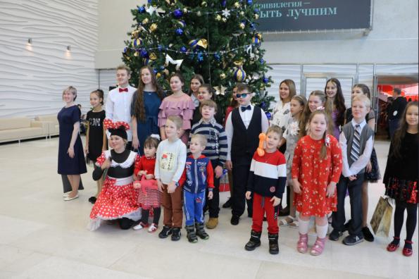 Талантливых детей-инвалидов наградили в Новосибирской области