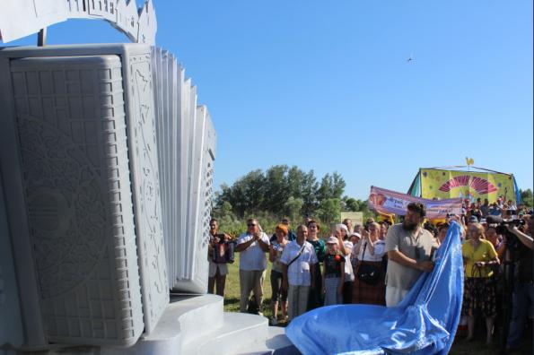 Памятник Российской гармони открыт в Новосибирской области