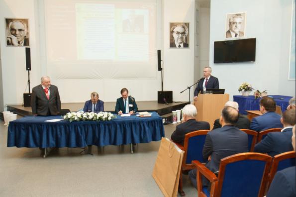 Губернатор Андрей Травников поздравил с 85-летним юбилеем выдающегося учёного, академика РАН Алексея Конторовича