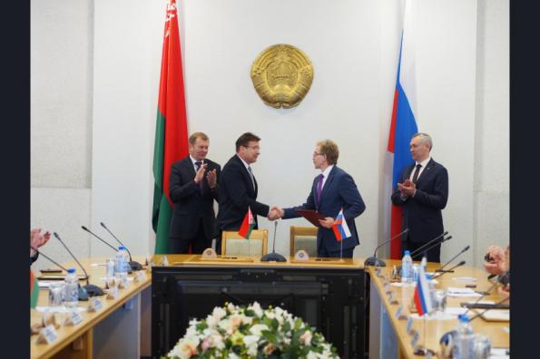 Губернатор Новосибирской области Андрей Травников и Губернатор Могилевской области Владимир Доманевский обсудили увеличение товарооборота между регионами