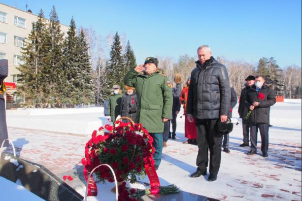Губернатор Андрей Травников поздравил курсантов и преподавателей НВВКУ с Днём защитника Отечества