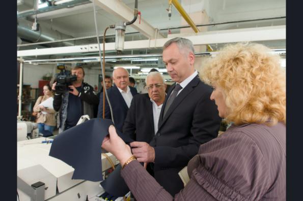 Глава Новосибирской области Андрей Травников обсудил перспективы развития одного из старейших предприятий Новосибирской области — фабрики «Синар». Сегодня предприятие входит в топ-10 швейной отрасли страны.