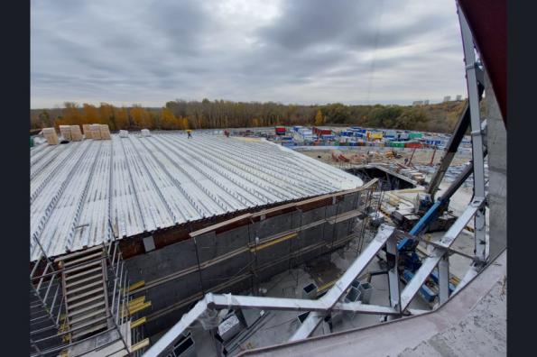 Утепление кровли началось на новой ледовой арене в Новосибирске