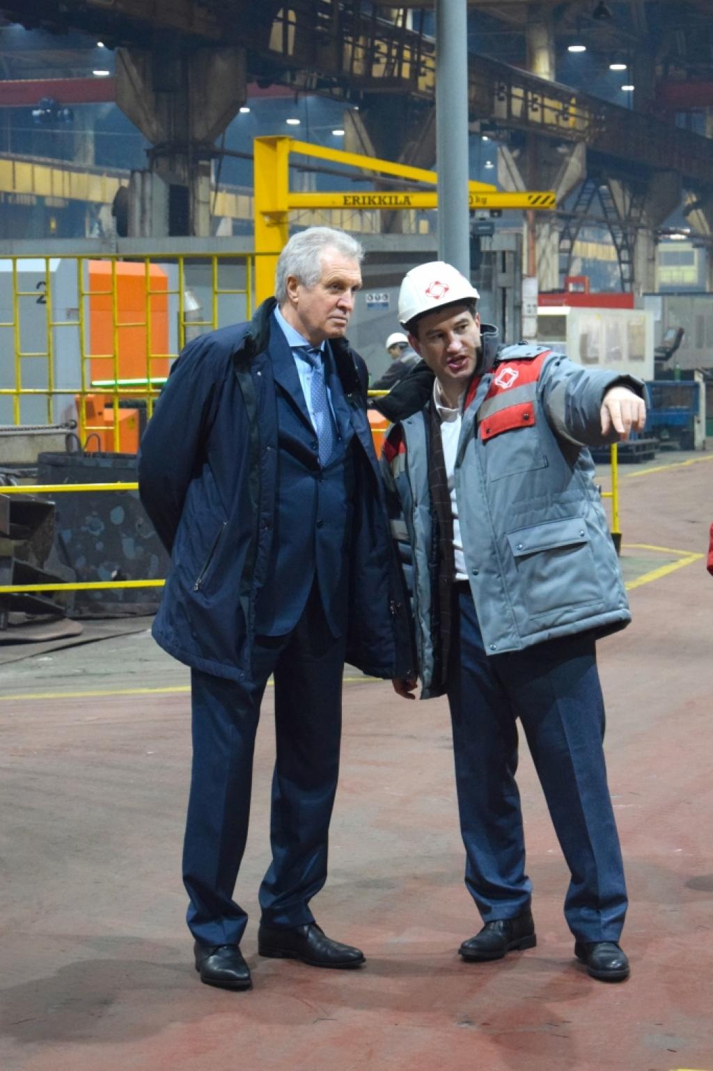 генеральный директор АО «Росагролизинг» Валерий Назаров и Генеральный директор АО «Петербургский тракторный завод» Сергей Серебряков