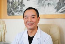 Доктор Чэнь Яньфэн. Фото: © Сибирский репортёр