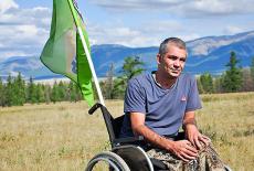 Инвалид-колясочник Алексей Терехов самостоятельно покорил легендарный перевал Горного Алтая