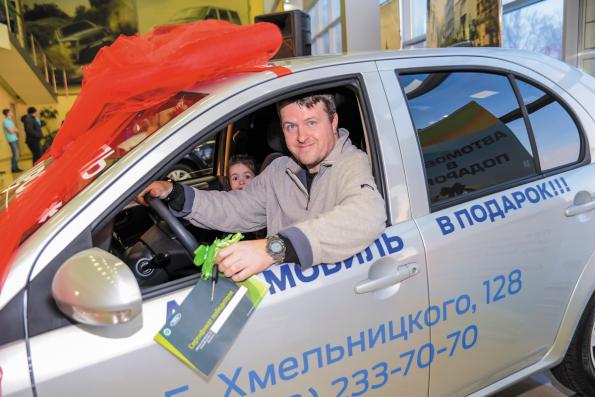 Клиент автосалона «УАЗ Центр» получил в подарок автомобиль